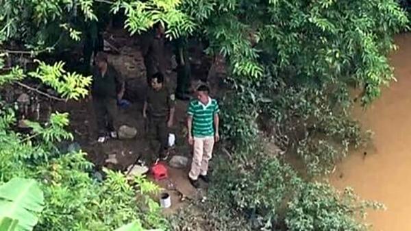 KINH HOÀNG: Chồng giết vợ rồi nhét xác vào bao tải phi tang