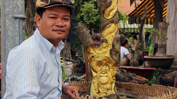 Kỳ lạ Miền Tây: Tượng Phật Di Lặc hiện hình trên cây khế già, nhiều người trầm trồ tới xem