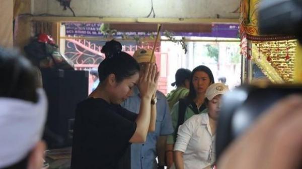 Sao Việt bàng hoàng nhận tin dữ vừa có người ra đi, Ốc Thanh Vân mắt đỏ hoe, bần thần trong ngày tang lễ