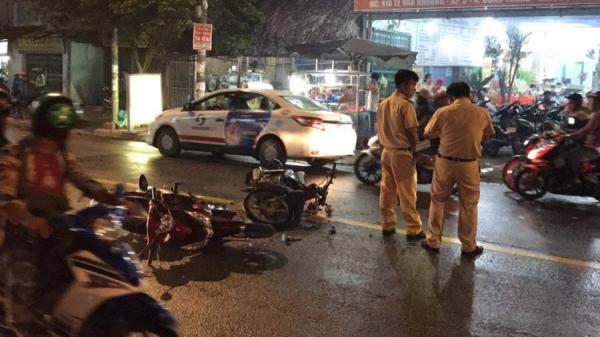 3 xe máy biến dạng sau cú tông kinh hoàng, 2 người nhập viện trong tình trạng nguy kịch ở Sài Gòn