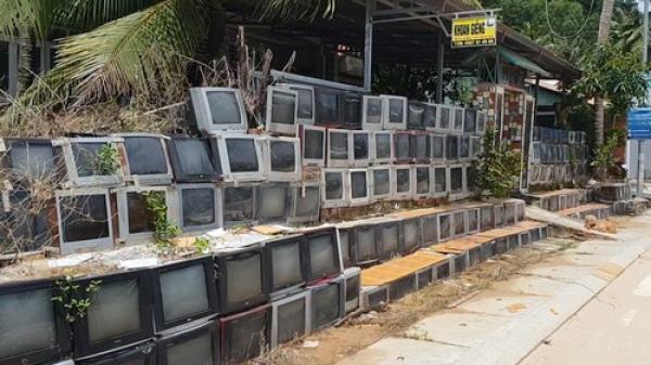 CLIP: Cận cảnh tường rào cao 2 m bằng tivi cũ khiến giới trẻ phát cuồng ở Phú Quốc