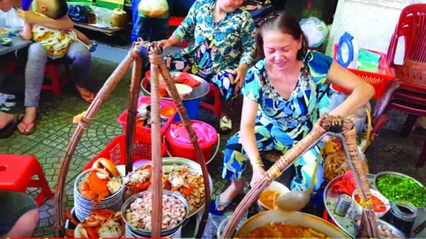 Ẩm thực vỉa hè Sài Gòn - câu chuyện đến từ những chú cua Cà Mau