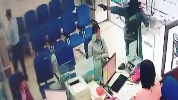 Bắt khẩn cấp 2 tên cướp từ TP.HCM xuống Tiền Giang cướp ngân hàng