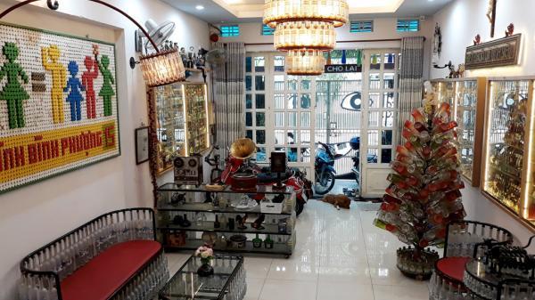 Ngôi nhà có nội thất làm từ 10.000 chai thủy tinh ở Sài Gòn