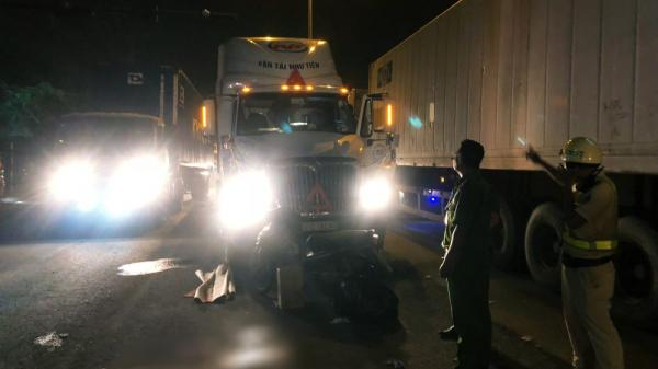 Suýt va chạm, tài xế container và xe máy rút d.ao hỗn chiến ở TP.HCM: 1 người c.hết, 1 người nguy kịch