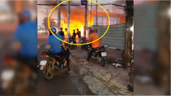 Clip: Cây xăng ở TP HCM bị thiêu rụi, người dân hoảng loạn tháo chạy