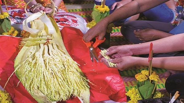 Hoa cau trong lễ cưới của người Khmer Nam Bộ