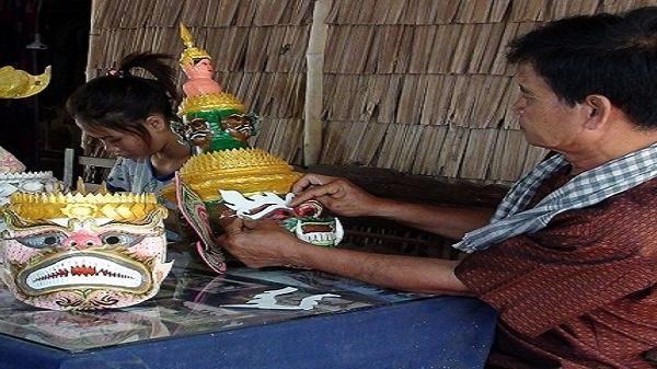 Độc đáo nghề chế tác mão, mặt nạ của đồng bào Khmer Nam bộ
