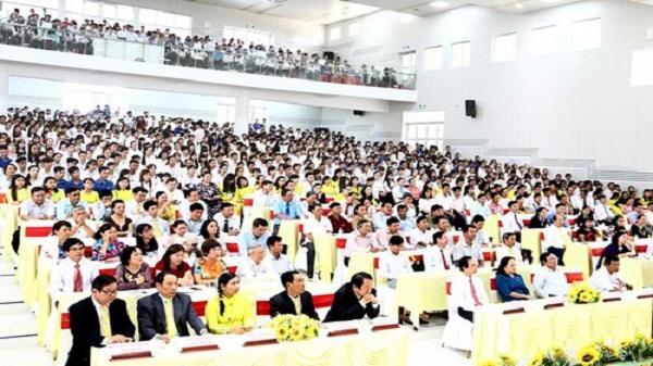 Trường ĐH Trà Vinh khai giảng năm học mới