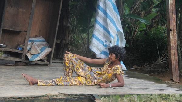 Trà Vinh : Người mẹ già xin từng bữa ăn nuôi 4 người con tâm thần ngã quỵ khi người con gái út té sông mà chết