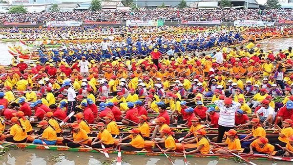 Rộn ràng lễ hội Ok Om Bok ở Trà Vinh