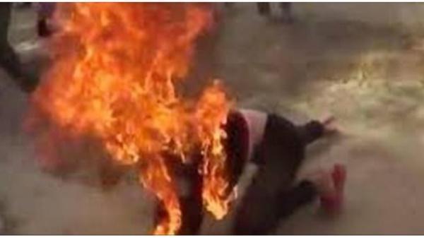 NÓNG: Nghịch tử dùng xăng đốt cha mẹ ruột