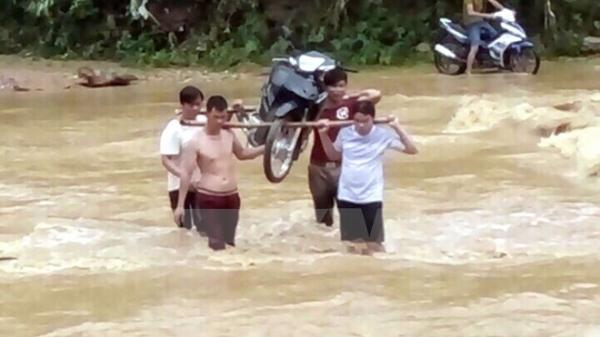Mưa lũ gây sạt lở nhiều nhà dân và tuyến đường tại Tuyên Quang