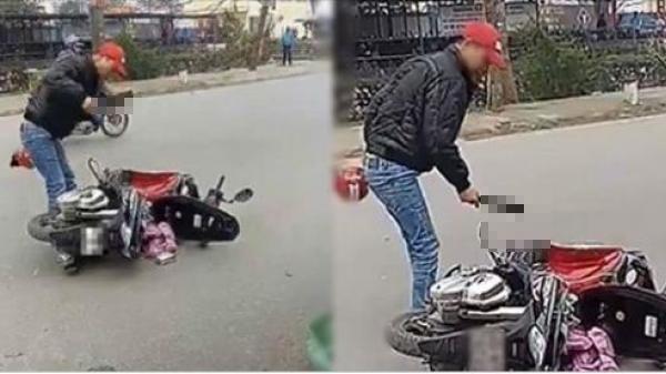 Phát hiện vợ đi ngoại tình, chồng điên tiết chặt đôi xe Air Blade ngay giữa phố rồi vác dao đuổi vào tận chỗ làm việc dọa giết người