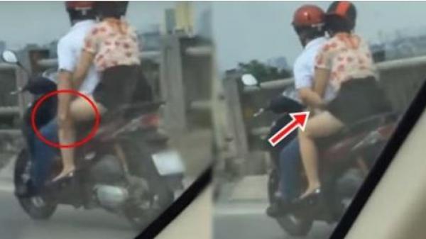 """Phi xe với tốc độ """"bàn thờ"""" trên đường cao tốc, người đàn ông liều mình thả tay """"gãi ngứa"""" rồi làm điều này với bạn gái khiến dân mạng phẫn nộ"""