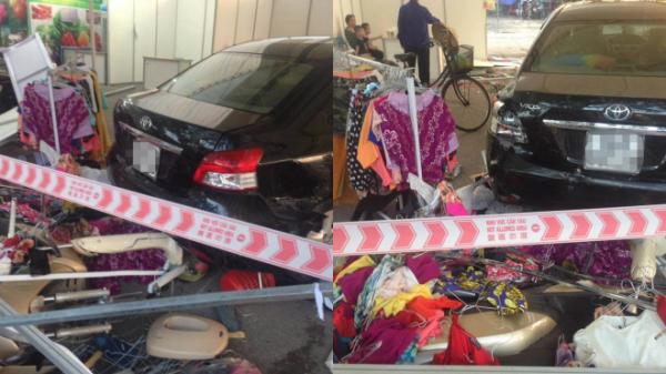 Đạp nhầm chân ga, nam nhân viên rửa xe lái ô tô đâm 5 người bị thương nặng