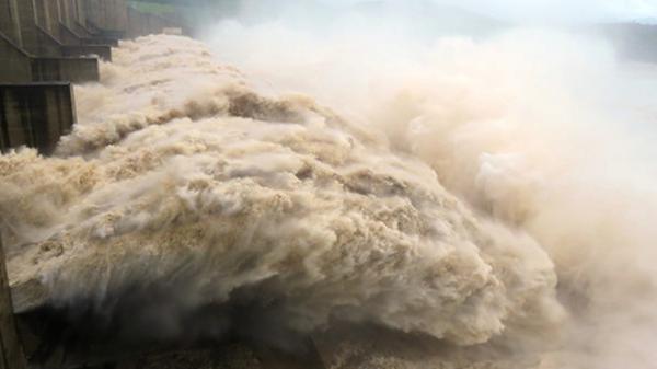 Nước lũ dồn dập đổ về, 3 nhà máy thủy điện được lệnh xả lũ khẩn cấp