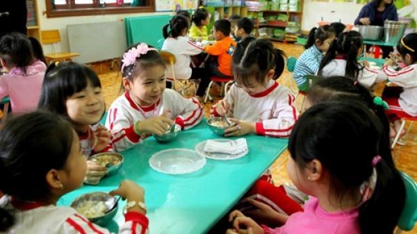 Miễn thu phí với giáo dục mầm non 5 tuổi ở những nơi có điều kiện khó khăn