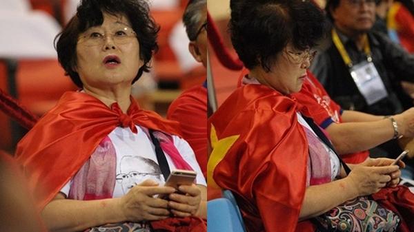 Vợ thầy Park cũng xuất hiện trên sân Mỹ Đình cổ vũ cho đội tuyển Việt Nam, biểu cảm cute không thua kém chồng