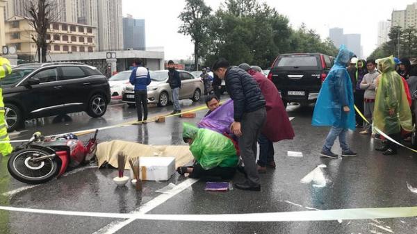Xót xa cảnh nam thanh niên t.ử v.ong sau vụ tai nạn, người thân gào khóc giữa trời mưa rét