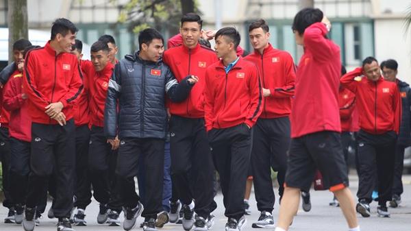Trước giờ G, Đội tuyển Việt Nam đi bộ, thả lỏng trước trận chung kết AFF Cup