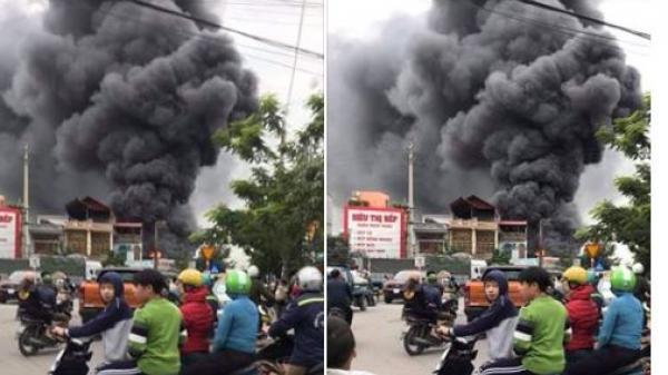 Quảng Ninh: Xuất hiện cháy lớn ở ngã 3 cọc 6, cột khói bốc cao nghi ngút