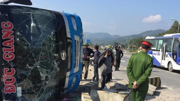Quảng Ninh: Lật xe khách, 1 người c.hết, 6 người bị t.hương