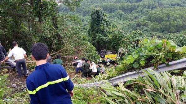 Tai nạn kinh hoàng ở Huế: Xe khách rơi trên đèo Hải Vân, 23 người bị n.ạn.