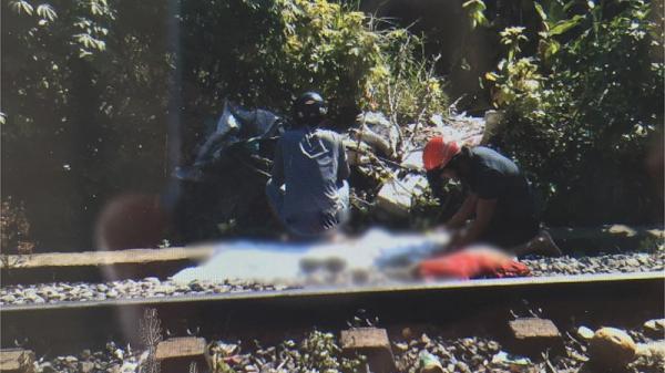 Lao ra đường ray, cô gái Quảng Nam bị tàu hỏa t.ông c.hết thảm