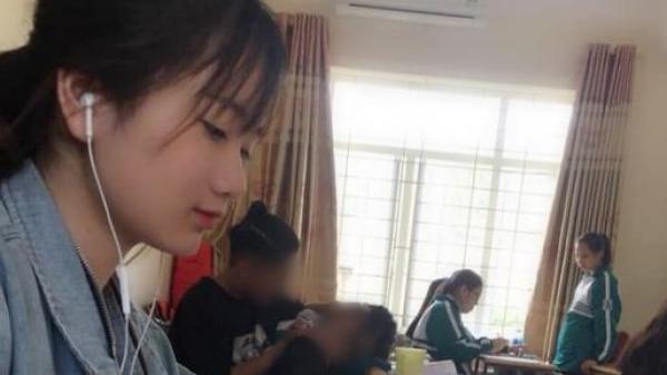 Đăng ảnh 'tố' cặp đôi âu yếm trong lớp học nhưng 'góc nghiêng thần thánh' của cô gái này mới là điều khiến dân mạng chú ý