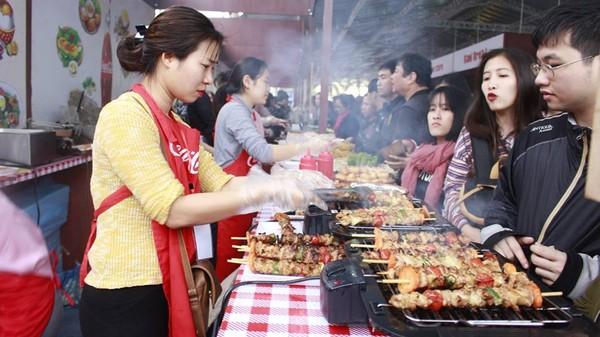 Hà Nội: Ăn uống thả ga tại hội chợ cầu may đầu năm hoàn toàn FREE vé vào