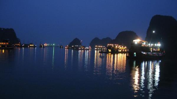 Hạ Long (Quảng Ninh) thuộc top 10 thành phố tuyệt đẹp về đêm ở Việt Nam