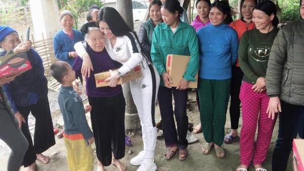 Vượt 600km, Thư Dung lặng lẽ trở về quê nhà Hà Giang làm từ thiện