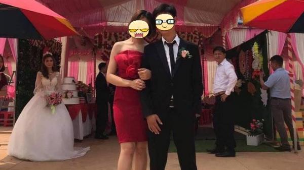 Chú rể và người yêu cũ chụp ảnh thân mật trong đám cưới, cô dâu uất hận đứng nhìn đằng sau
