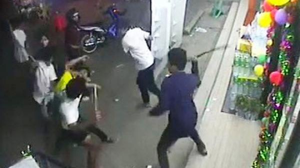 Quảng Nam: Chỉ vì muốn giành phòng hát karaoke, nhóm thanh niên hỗn chiến kinh hoàng, thương tích nặng nề