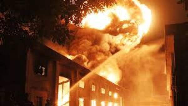 Quảng Ninh: Cháy khách sạn nổi tiếng nhất Hạ Long, nhiều người mắc kẹt, la hét trong hoảng sợ