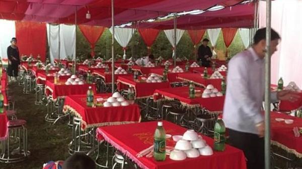 """Chú rể """"khóc ròng"""" vì đám cưới """"ế"""" khi mời 200 khách chỉ có 40 người đến dự"""