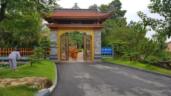 Trụ trì Ba Vàng vẫn 'đăng đàn' facebook, gặp khách tăng ở chùa sau bị kỷ luật