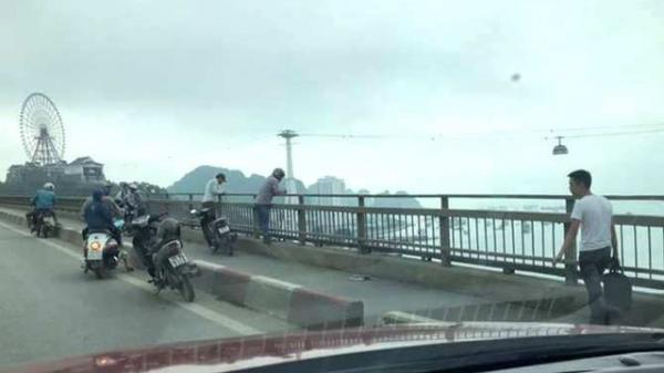Quảng Ninh: Để lại xe máy trên cầu Bãi Cháy, người đàn ông nhảy xuống biển t.ự t.ử