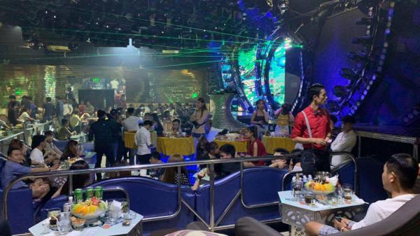 """Cảnh sát bao vây quán bar, phát hiện gần 150 """"dân chơi"""" nghi phê m.a tu.ý"""