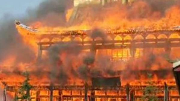 Hà Nội: Một ngôi chùa nổi tiếng bốc cháy dữ dội, thiệt hại nghiêm trọng