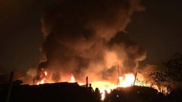 Nóng: Cháy 4 nhà xưởng ở Hà Nội khiến 8 chết