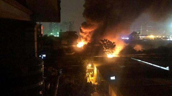 Clip: Cháy kinh hoàng ở Hà Nội 8 người t.ử v.ong, người dân kêu gào thảm thiết trong đêm