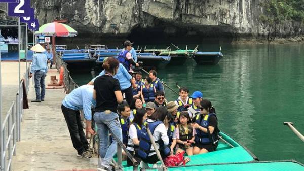 Chèo đò thu tiền tỷ trên vịnh Hạ Long (Quảng Ninh): Chính quyền nói gì?