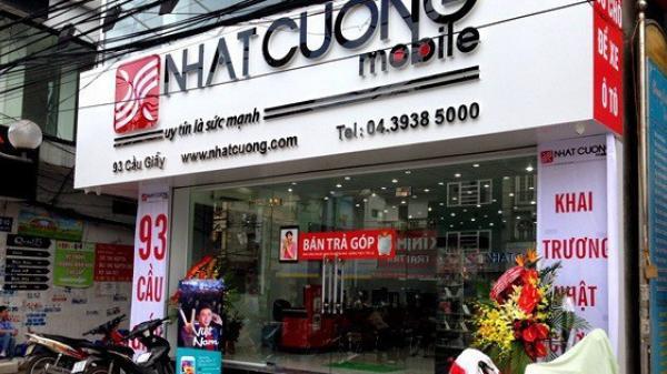 Nhân viên bán hàng Nhật Cường Mobile: 'Công an vào, tôi còn tưởng khách mua hàng vẫn mời chào bình thường, không biết mai có được nhận lương không'