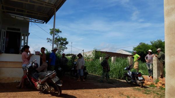 Đắk Lắk : Người dân kêu trời khốn khổ vì sống cạnh khu chăn nuôi