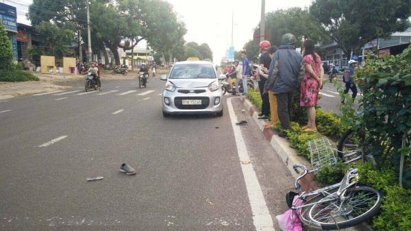 Gia Lai: Xe ô tô va chạm với xe đạp, 1 người bị thương nặng