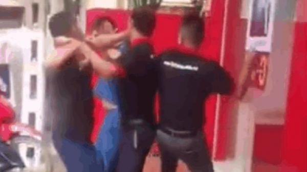 Mâu thuẫn về chế độ bảo hành iPhone, 2 nhân viên FPT ở Sơn La lao vào đấm khách
