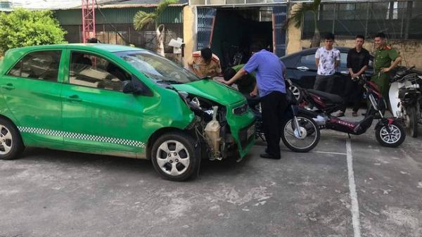 9X lái ô tô bỏ chạy sau khi gây tai nạn liên hoàn khiến 5 người bị thương