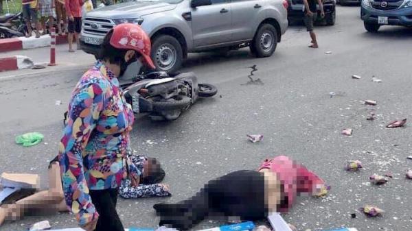 Ô tô khách h.úc bay hàng loạt xe máy, 5 người thương vong nằm la liệt